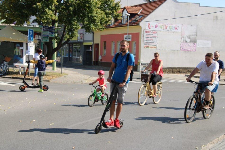 Ilustračný obrázok k článku Centrálny okruh bol opäť bez áut: Zaplnili ho cyklisti a korčuliari, FOTO