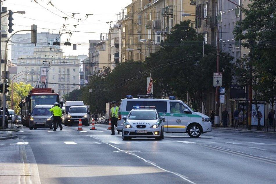 Ilustračný obrázok k článku Dopravné obmedzenia kvôli návšteve pápeža pokračujú: Zdržíte sa v TÝCHTO lokalitách