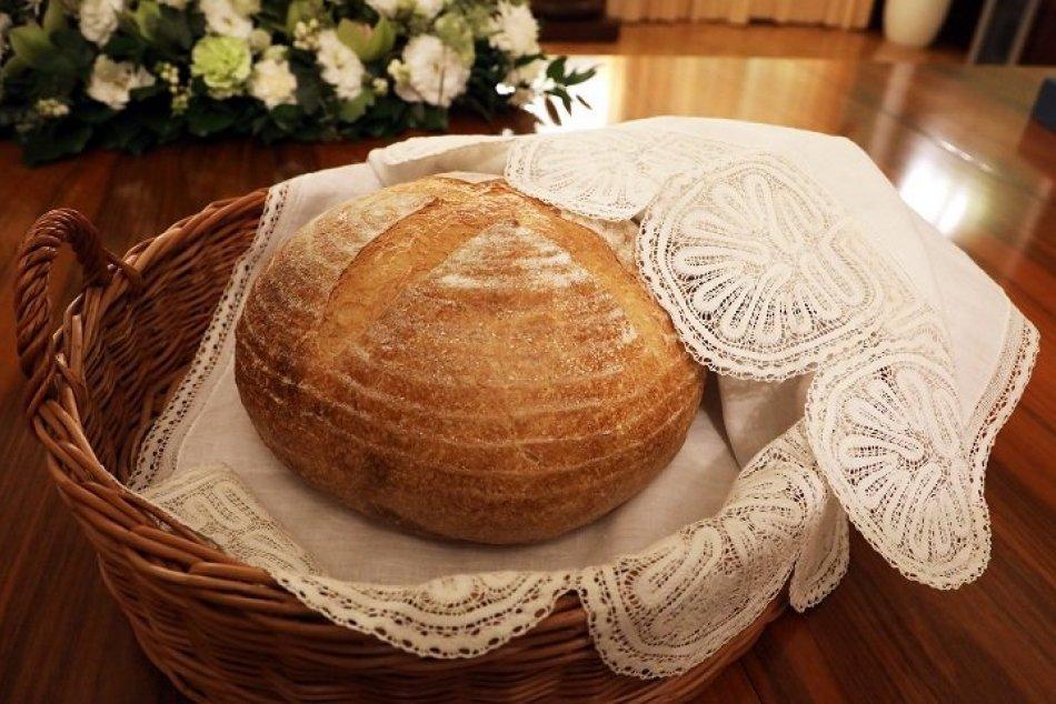 Ilustračný obrázok k článku Obrovská pocta pre trnavských pekárov: Pripravili bochník chleba pre pápeža