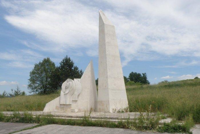 Ilustračný obrázok k článku Prievidza dostala peniaze od štátu: Pomník SNP na Banskej opravia