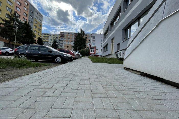 Ilustračný obrázok k článku V Bystrici prebehne veľká obnova chodníkov: ZOZNAM ulíc, ktorých sa to týka