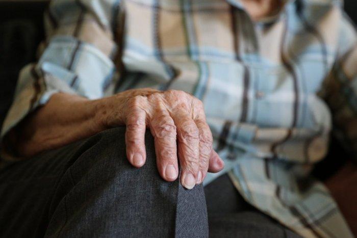 Ilustračný obrázok k článku ZLÁ situácia v zariadení pre seniorov: Polovica klientov má COVID-19. Dvaja zomreli
