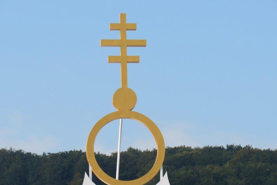 Ilustračný obrázok k článku Pápeža v Prešove privítajú chlebom a soľou: Trón vyrobil Miroslav z Davidova