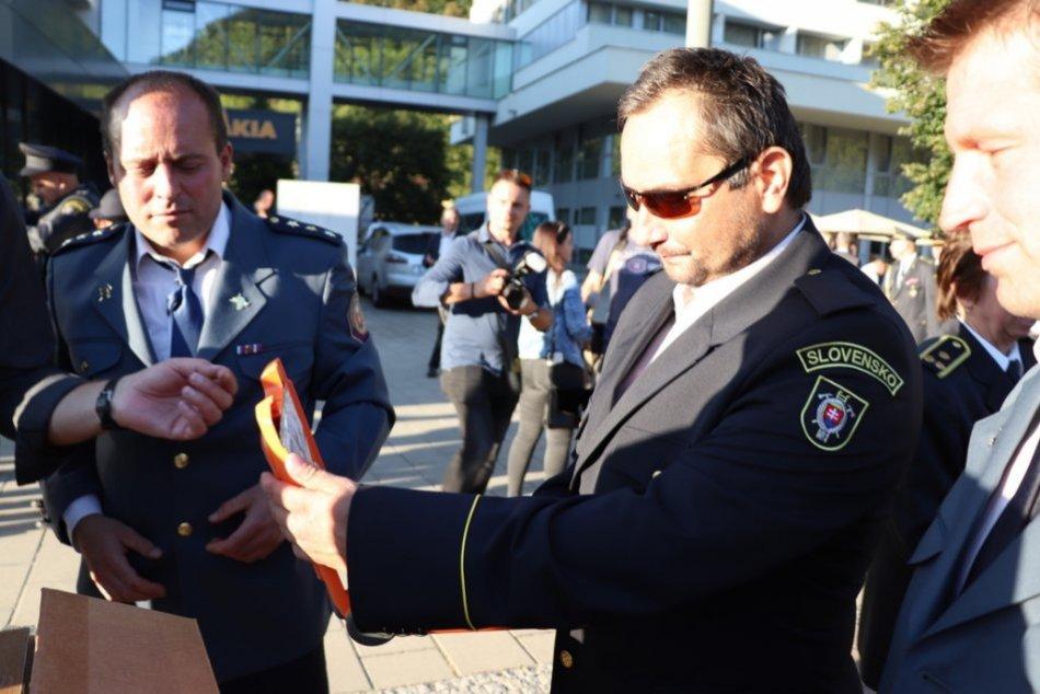 Ilustračný obrázok k článku Dobrovoľní hasiči s novými defibrilátormi: OBCE, ktoré ich dostali, FOTO