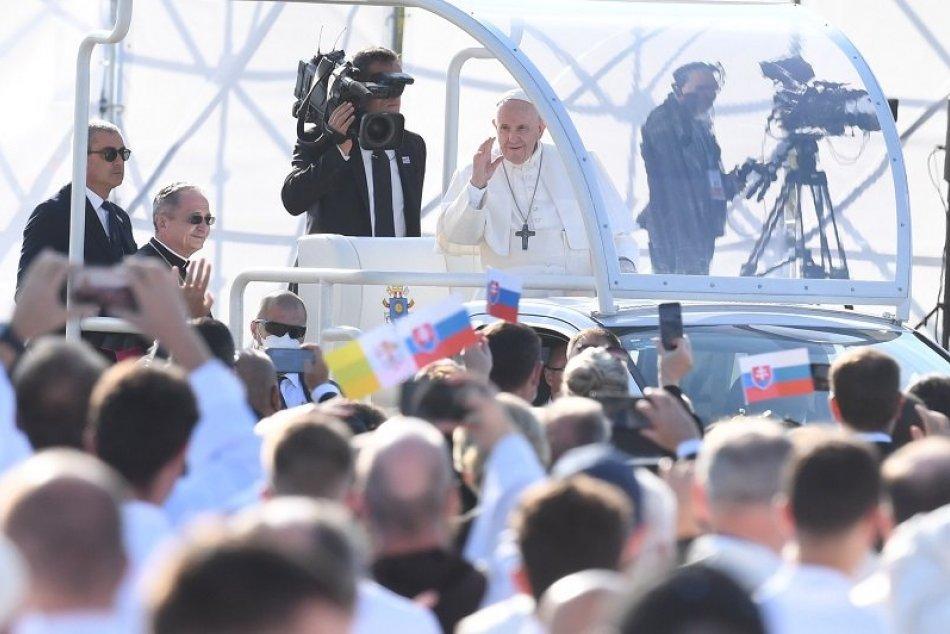 Ilustračný obrázok k článku Môže za masívne ŠÍRENIE koronavírusu návšteva pápeža? JASNÉ vyjadrenie odborníkov!