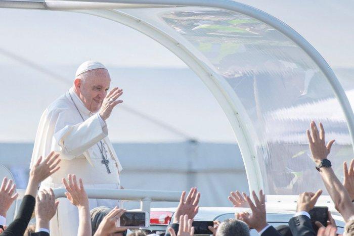 Ilustračný obrázok k článku VIETE, aký dar dostal Svätý Otec od trnavskej župy: Originálnu plastiku!