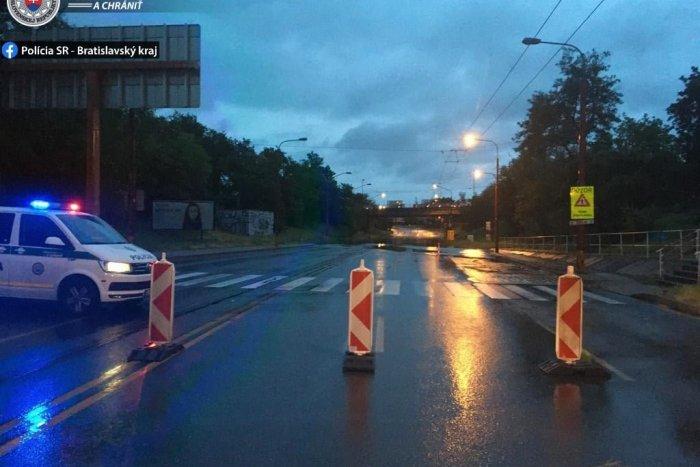 Ilustračný obrázok k článku Valla mrzí KOLAPS dopravy kvôli zaplavenému podjazdu. TAKTO vysvetlil otrasnú situáciu