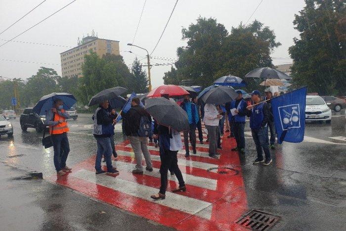 Ilustračný obrázok k článku Odborári zablokovali cestu v Košiciach. Bojujú za vyššiu minimálnu mzdu, FOTO
