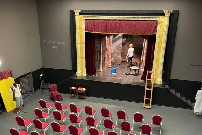 Ilustračný obrázok k článku Predstavenia si môžu užiť aj nepočujúci: Nové divadlo pripravilo tri inscenácie
