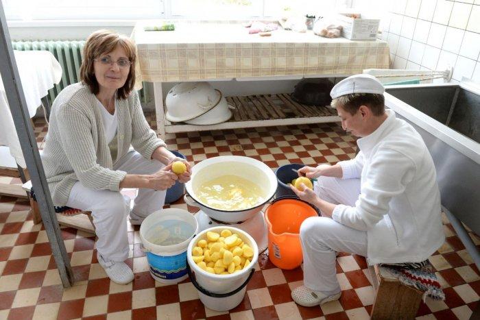 Ilustračný obrázok k článku VIETE, čo jedia vaše deti v školách? Podľa Gröhlinga budú obedy ZDRAVŠIE, ale aj drahšie