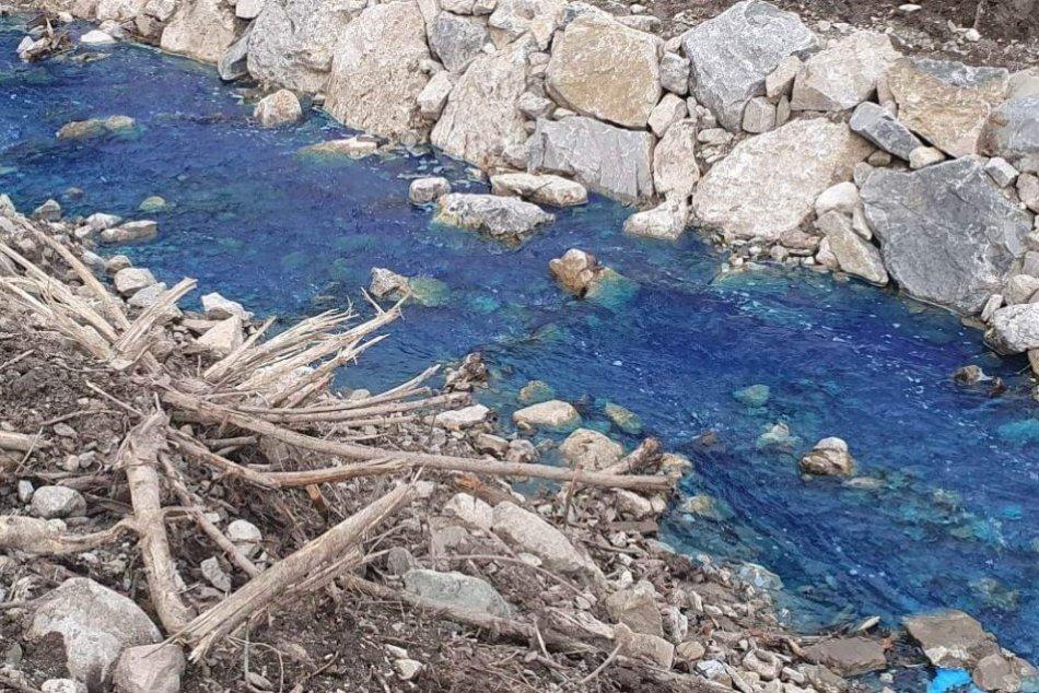 Ilustračný obrázok k článku KURIOZITA DŇA: Slovenskom sa valil takmer kilometrový modrý potok