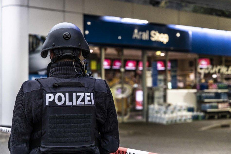 Ilustračný obrázok k článku Slovák je podozrivý z účasti na viacerých vraždách: Zatkli ho v Bavorsku na nákupe