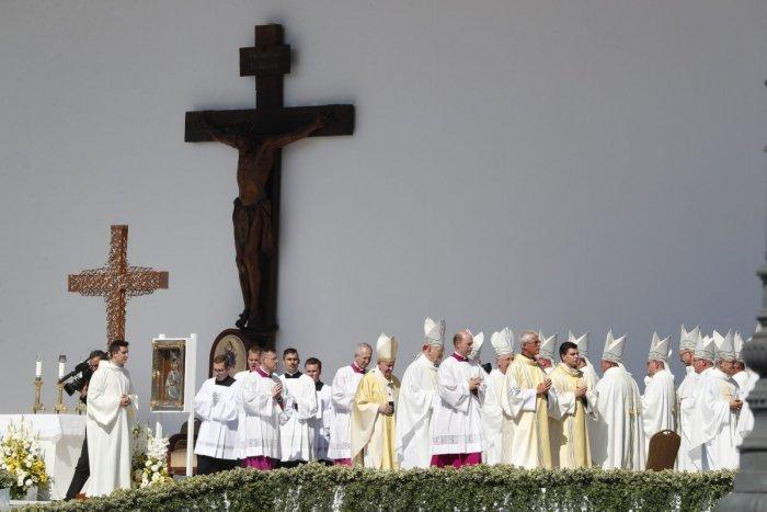 Ilustračný obrázok k článku Boli na omši s pápežom: Covid majú dvaja zaočkovaní biskupi, každý má iný priebeh choroby!