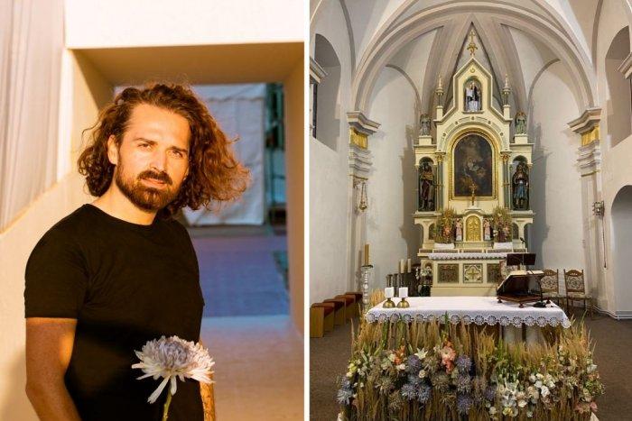 Ilustračný obrázok k článku Kvety pre pápeža obdivoval celý svet: Teraz zdobia aj dva kostoly pri Nitre, FOTO