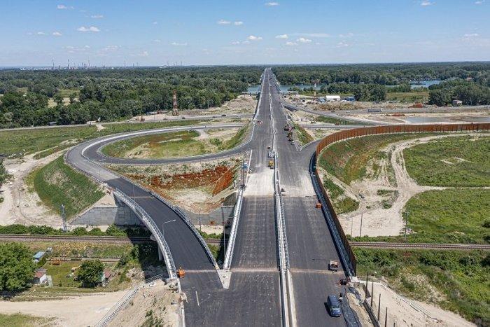 Ilustračný obrázok k článku Nové úseky D4R7 otvoria o pár dní: Budeme za diaľnicu PLATIŤ?