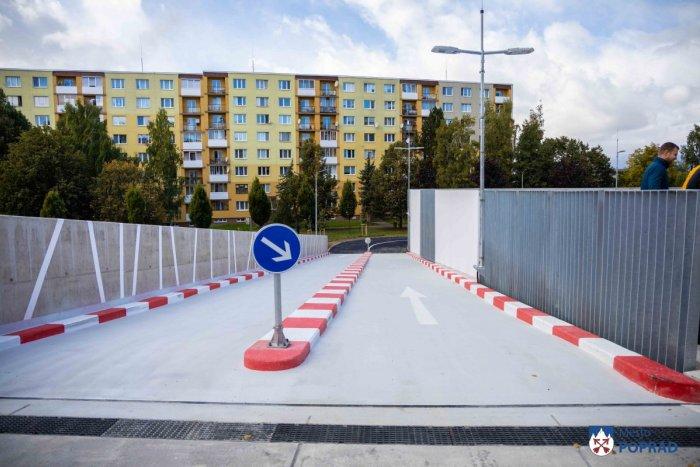 Ilustračný obrázok k článku Mesto dokončilo prvé viacpodlažné parkovisko aj s vyhrievanou rampou: Aký je účet?