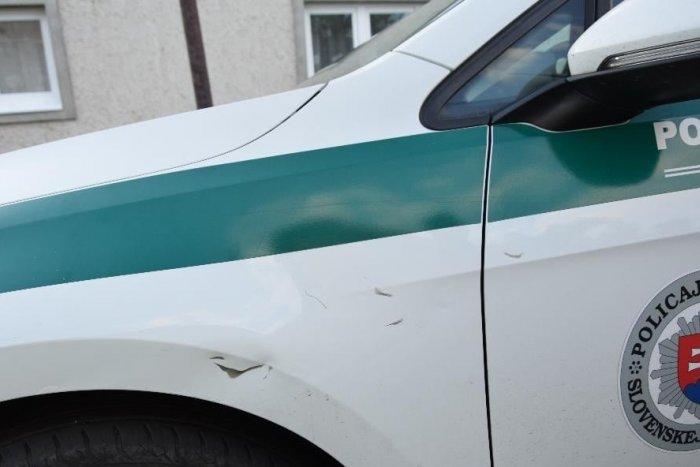 Ilustračný obrázok k článku Kuriózna nehoda v Lučenci: Cyklista vletel do policajného auta, dôvod nie je ťažké uhádnuť