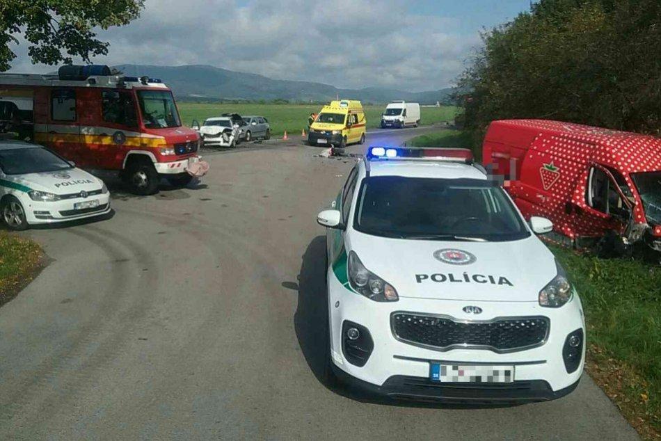Ilustračný obrázok k článku Nehoda v okrese Prievidza: Neprejazdná cesta, zranení skončili v sanitkách, FOTO
