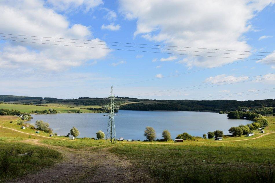 Ilustračný obrázok k článku Navštívili ste už vodnú nádrž Ľuboreč? Obec tam chce rozvíjať turizmus, FOTO