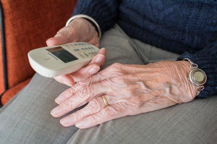 Ilustračný obrázok k článku Podvody na senioroch v Trenčianskom kraji: Polícia upozorňuje na tieto FINTY
