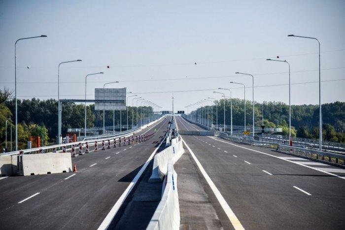Imagen ilustrativa del artículo Tras el SEXTO puente de la capital, pasaron los primeros coches: ¡ATENCIÓN, no es gratis!  FOTO
