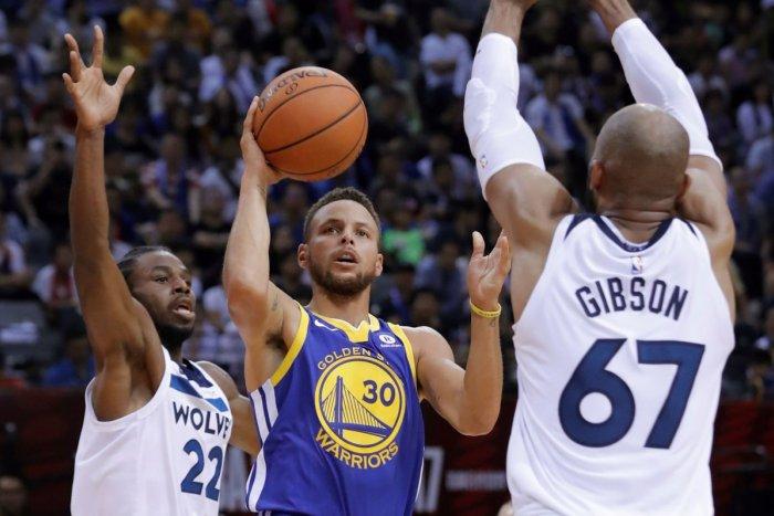 Ilustračný obrázok k článku Aj športovci ODMIETAJÚ očkovanie, ale nepomôžu si: Čím argumentuje hviezdny basketbalista?