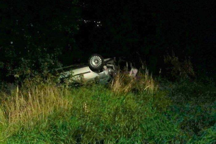 Ilustračný obrázok k článku Nehoda pri Prievidzi: Auto na streche, zraneného vodiča previezli do nemocnice