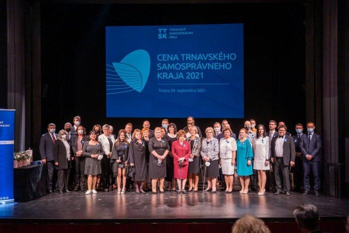 Ilustračný obrázok k článku Trnavský kraj udelil najvyššie ocenenia: Pocty sa dočkali učitelia i zdravotníci