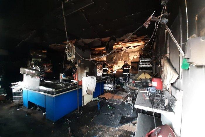 Ilustračný obrázok k článku Ničivý požiar v Trnave: Predajňa potravín zhorela do tla, FOTO z miesta