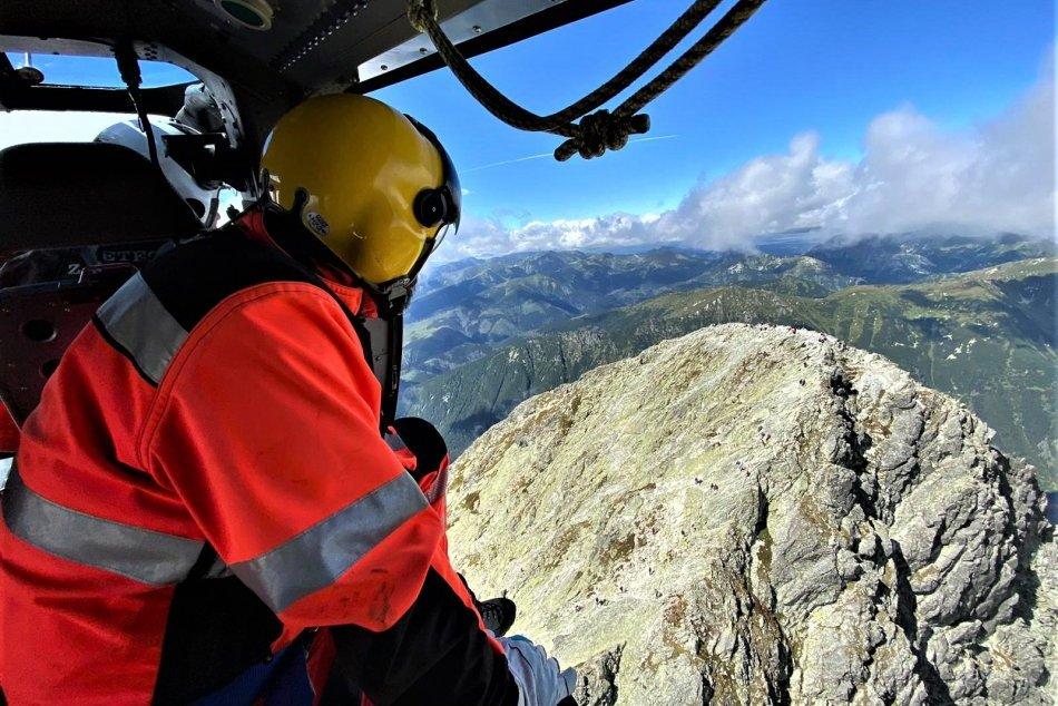 Ilustračný obrázok k článku Pod Kriváňom ratoval vrtuľník turistu: Urgentný prevoz potrebovalo aj zranené dievčatko