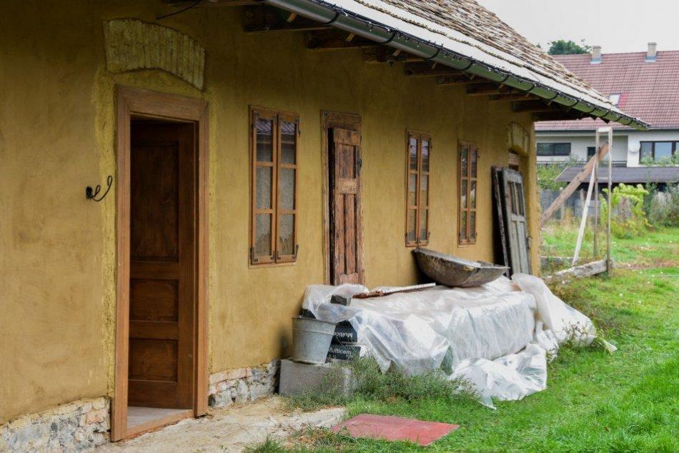 Ilustračný obrázok k článku Vyše 100-ročný sedliacky dom pri Lučenci čaká veľká premena: Na čo posúži? FOTO