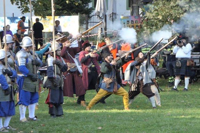 Ilustračný obrázok k článku V Bratislave rinčali zbrane a boli manévre: Pozrite sa na BITKU o Prešpork