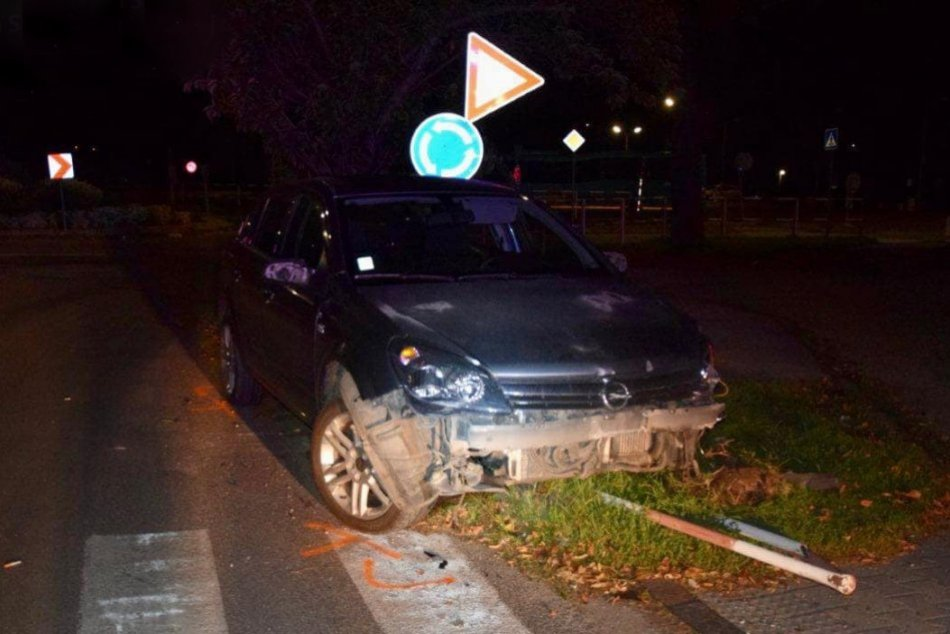 Ilustračný obrázok k článku Mladík nezvládol riadenie a nabúra: Po nehode nafúkal takmer 1,7 promile!