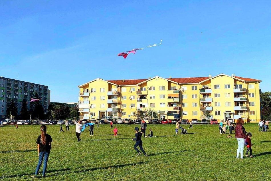 Ilustračný obrázok k článku Topoľčany privítali jeseň: Nebo nad Margarétkou rozžiarili šarkany, FOTO