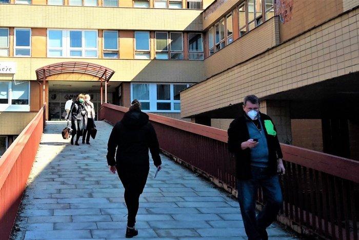 Ilustračný obrázok k článku Považskobystrická nemocnica poskočila na 30 COVID pacientov: Kde sa stala chyba?