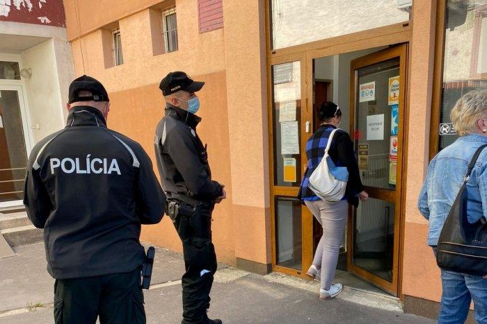Ilustračný obrázok k článku Hygienici a policajti vyrazili do terénu: Kontrolovali dodržiavanie opatrení