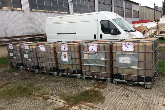 Ilustračný obrázok k článku Ďalší zásah nitrianskych colníkov: Prekazili obchod s minerálnym olejom