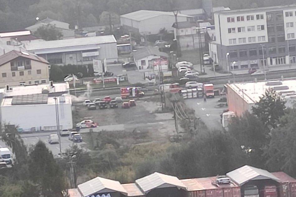Ilustračný obrázok k článku Prvé INFO o nehode 3 áut na Zvolenskej ceste: Jedno skončilo na streche, FOTO