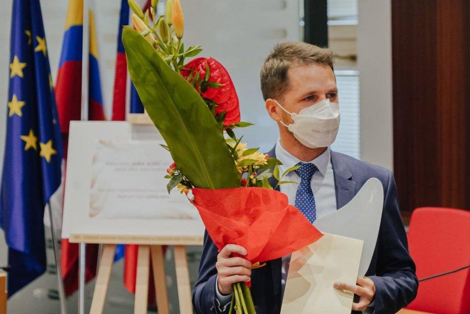 Ilustračný obrázok k článku Župa ocenila NAJLEPŠIEHO online učiteľa v Prešovskom kraji: Poznáme absolútneho víťaza!
