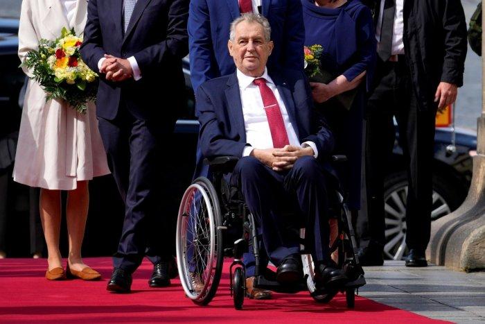 Ilustračný obrázok k článku V Česku sa šíri FÁMA o smrti prezidenta! Ako je v skutočnosti na tom Miloš Zeman?