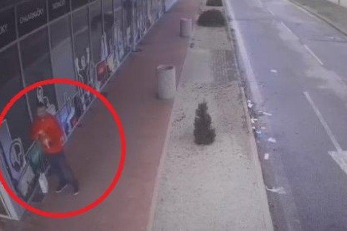 Ilustračný obrázok k článku Nitrianski policajti prosia o pomoc: Nepoznáte tohto muža?