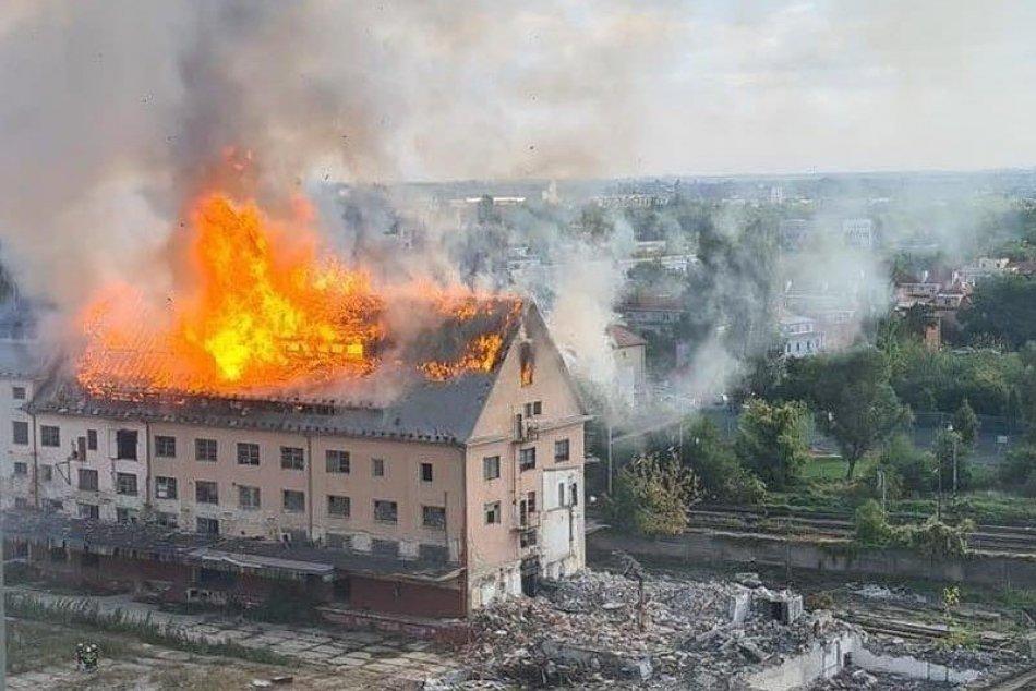 Ilustračný obrázok k článku Obrovský požiar v Bratislave: Na mieste sú desiatky hasičov s výškovou technikou