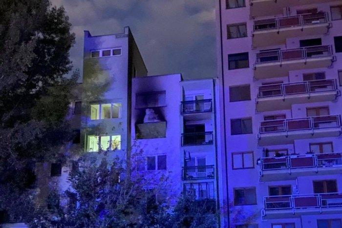 Ilustračný obrázok k článku Nočná TRAGÉDIA: Najprv výbuch v byte, potom požiar! Hasiči hlásia jednu obeť, FOTO
