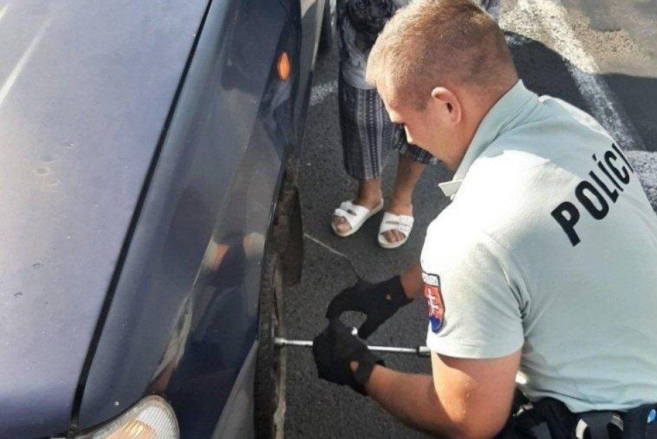 Ilustračný obrázok k článku Palec hore pre nemšovských policajtov: Heslo pomáhať a chrániť naplnili do bodky