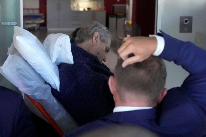 Ilustračný obrázok k článku Strach o prezidenta Zemana: Po stretnutí s Babišom ho odviezla ZÁCHRANKA! FOTO