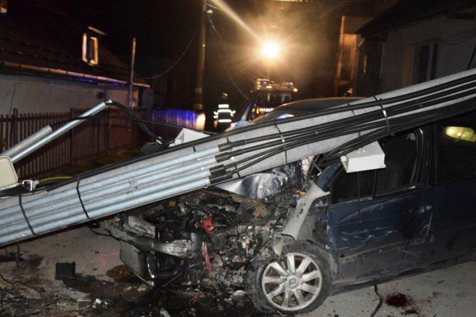 Ilustračný obrázok k článku Kuriózna nehoda na východe: Opitá posádka auta tvrdí, že nikto z nich nešoféroval