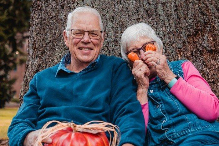 Ilustračný obrázok k článku 10 centier zábavy pre babičku, dedka a každého dôchodcu: Staňte sa členom jedného z nich