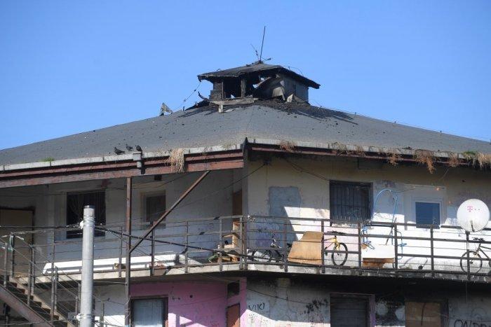 Strecha bytovky po požiari