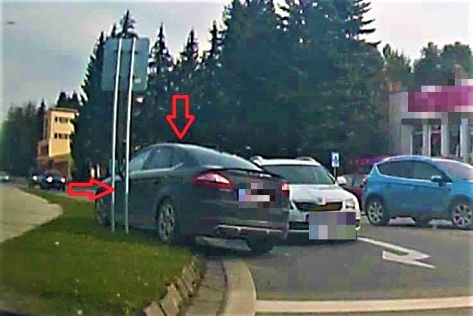 Ilustračný obrázok k článku Šialená naháňačka: Cez hlavnú križovatku v Považskej prešiel po chodníku! FOTO