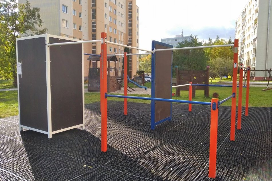 Ilustračný obrázok k článku V Bystrici otvoria nevšedné ihrisko: Trénovať sa tam dá workout i parkour, FOTO